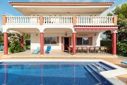 Holiday home 1004741 for 14 persons in Cubelles