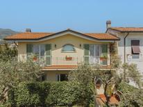 Ferienhaus 1006927 für 4 Personen in Marina Di Massa