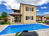 Ferienhaus 1008122 für 9 Personen in Stranici kod Lovreca