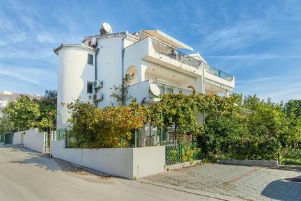 Appartement 1017366 voor 5 personen in Okrug Gornji