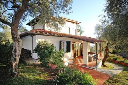 Ferienwohnung 1020185 für 8 Personen in Monteggiori
