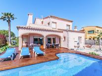 Ferienhaus 1031224 für 9 Personen in Sant Pere Pescador