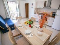 Appartement 1123057 voor 5 personen in Funtana