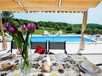 Ferienhaus 1123058 für 8 Personen in Šorići