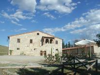 Ferienwohnung 1135650 für 7 Personen in Asciano