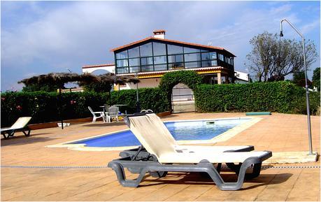Room 1139285 for 2 adults + 1 child in Serradilla