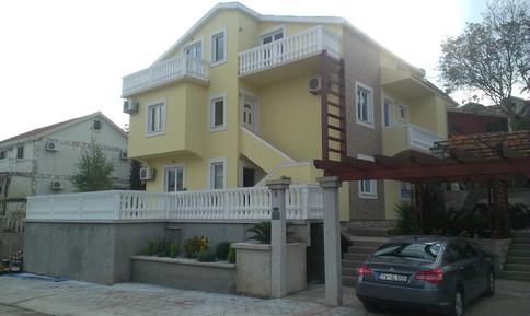 Appartamento 1148388 per 2 adulti + 3 bambini in Radovići