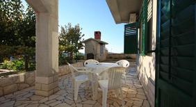 Appartement de vacances 1173373 pour 4 personnes , Grebastica