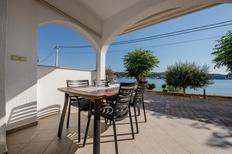 Appartement 1176033 voor 5 personen in Supetarska Draga