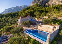 Holiday home 1193950 for 4 adults + 1 child in Puharići by Makarska