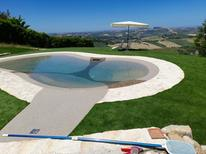 Ferienwohnung 1198751 für 4 Personen in Monterubbiano
