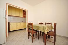 Appartement 1202081 voor 7 personen in Novalja