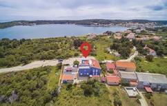 Appartement 1221530 voor 6 personen in Verunić