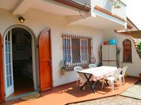 Ferienhaus 1221966 für 5 Personen in Marina Di Massa