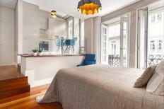 Studio 1223179 for 2 adults + 1 child in Porto