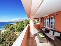 Appartement 1226332 voor 6 personen in Starigrad-Paklenica