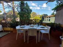 Ferienwohnung 1229520 für 5 Personen in Cinquale
