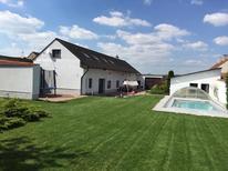 Casa de vacaciones 1236959 para 14 personas en Radovesice