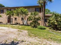 Ferienhaus 1239499 für 15 Personen in Serra San Quirico