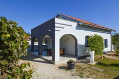 Ferienwohnung 1243844 für 4 Personen in Pavicini