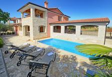 Ferienhaus 1250822 für 8 Personen in Rogovići