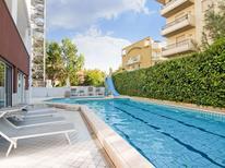Ferienwohnung 1252294 für 4 Personen in Riccione