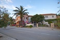 Apartamento 1257128 para 5 adultos + 1 niño en Petrčane