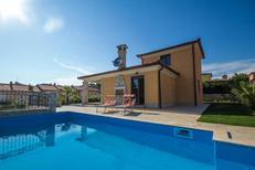 Ferienhaus 1261541 für 8 Personen in Karigador