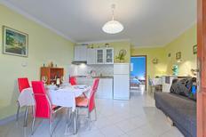 Apartamento 1264385 para 2 adultos + 2 niños en Jurazini