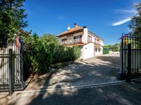 Appartement 1264750 voor 9 personen in Pakoštane