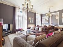 Appartement 1267296 voor 9 personen in Barcelona-Eixample