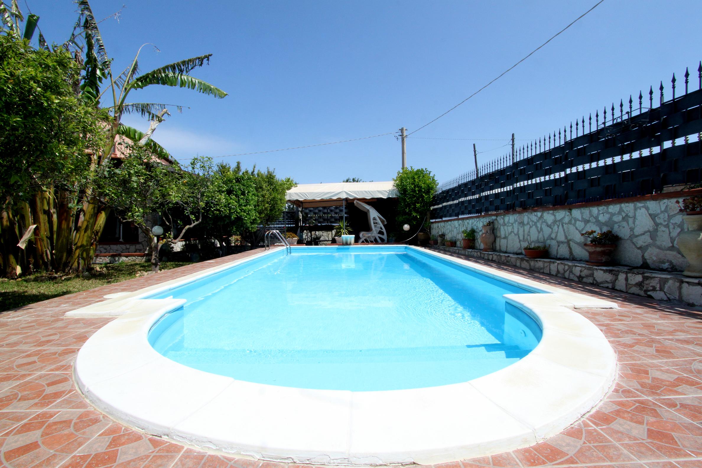 Vakantiehuis voor 2 volwassenen 2 kinderen in balestrate - Piscina stezzano prezzi ...