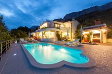 Casa de vacaciones 1278036 para 8 personas en Krvavica