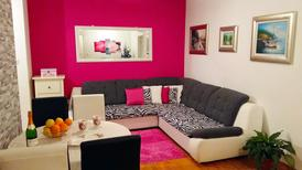 Appartement 1278737 voor 4 personen in Split-Kucine