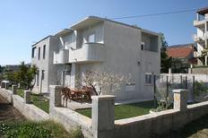 Appartement 1283080 voor 5 personen in Kaštel Gomilica