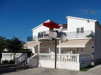 Ferienwohnung 1283494 für 6 Personen in Primošten Burnji