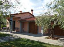 Vakantiehuis 1296105 voor 6 personen in Pistoia