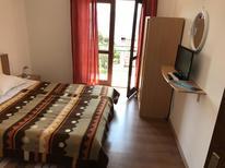 Appartamento 1296455 per 3 persone in Gradac