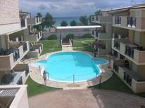Appartement 1297869 voor 4 volwassenen + 2 kinderen in Pineto
