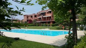 Semesterlägenhet 1297886 för 4 personer i Desenzano del Garda