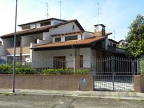 Semesterhus 1301375 för 6 personer i Lido delle Nazioni