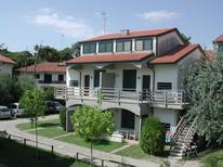 Ferienwohnung 1301799 für 8 Personen in Lido degli Estensi