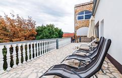 Ferienwohnung 1301930 für 5 Personen in Donji Karin