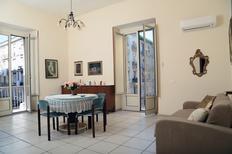 Appartamento 1303096 per 5 adulti + 3 bambini in Napoli