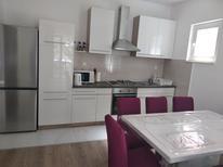 Appartement 1311025 voor 4 volwassenen + 2 kinderen in Brodarica