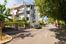 Ferienwohnung 1315549 für 5 Personen in Kaštel Novi
