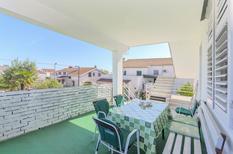 Appartement 1332491 voor 7 personen in Vodice
