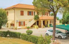 Appartement 1333644 voor 6 personen in San Costanzo