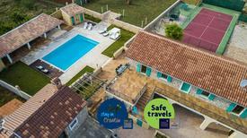 Ferienhaus 1335052 für 8 Erwachsene + 2 Kinder in Gornje Rastane