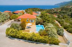 Casa de vacaciones 1335860 para 2 adultos + 2 niños en Agia Paraskevi
